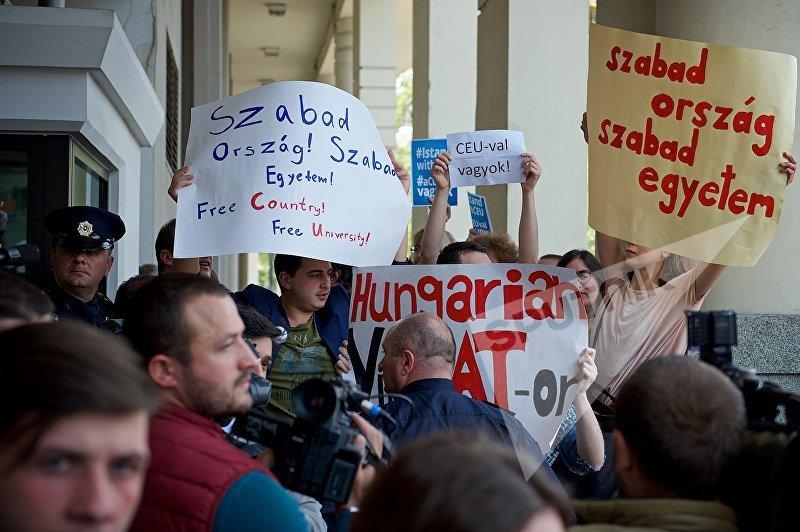 Акция сторонников Центрально-Европейского Университета Сороса