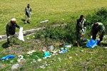Уборка территории от мусора и грязи в заповеднике в Лагодехи