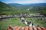 Жители Грузии участвуют в народном празднике Цачхуроба в селе Салхино