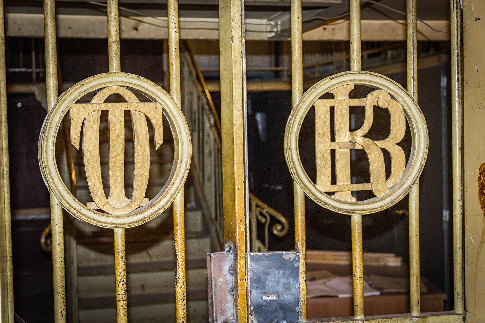 Старые решетки с аббривиатурой Тифлисского общества взаимного кредита