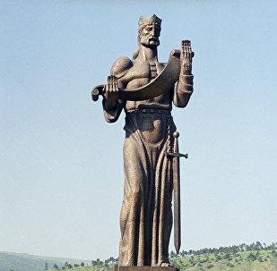 მეფე ფარნავაზის ძეგლი თბილისში