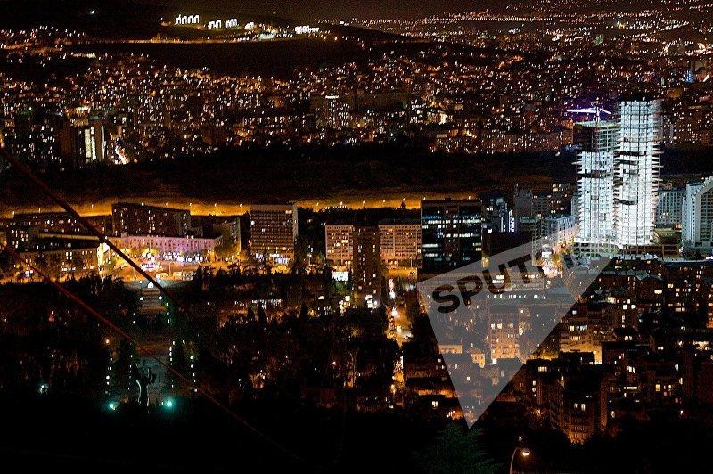 Ночной Тбилиси - вид на жилые районы Ваке и Сабуртало