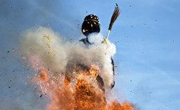 Гигантского снеговика из ваты сожгли на площади шестизвония в Цюрихе, Швейцария
