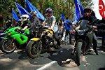На мотоциклах и с флагами: первомайское шествие в столице Грузии