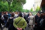 Продавцы и владельцы торговых объектов, пострадавшие в результате пожара в Детском мире, проводят акцию у здания главной прокуратуры