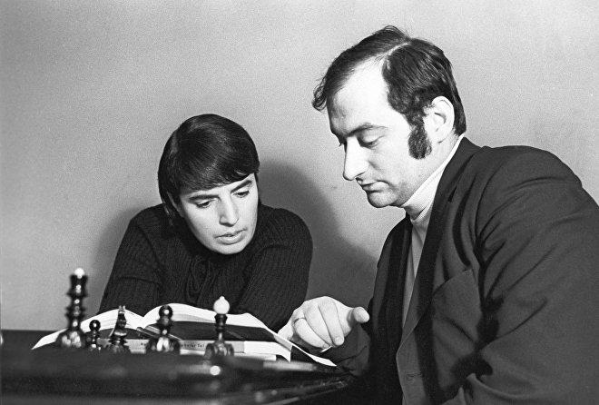 Чемпионка мира по шахматам Нонна Гаприндашвили с Тамазом Георгадзе