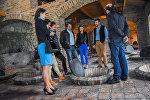 Винный рай: делегация из России побывала на винных заводах Грузии