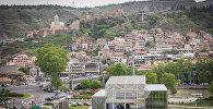 Вид на парк Рике, старый Тбилиси, канатную дорогу и крепость Нарикала