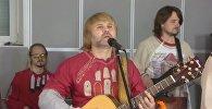 К плечу плечо…: как поют песню Окуджавы в странах Европы и Азии