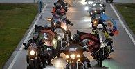 Участники мотоклуба Ночные волки возложили цветы к мемориалу Курган Славы в Минске