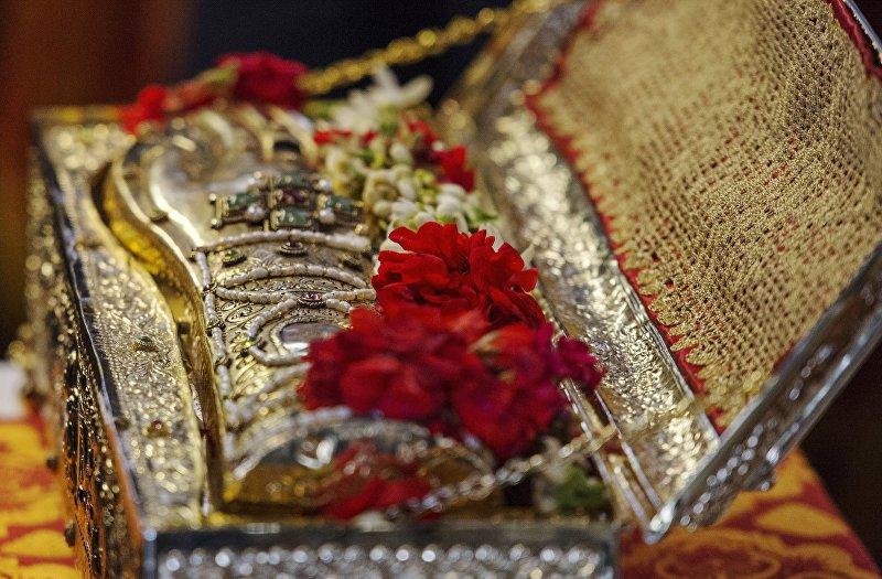 Ковчег с мощами великомученика Георгия Победоносца со Святой горы Афон