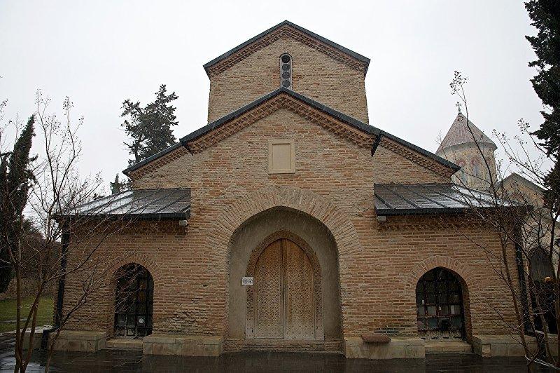 Церковь Святого Георгия (IX век) на территории Бодбийского монастыря. Трехнефная базилика была возведена над могилой Святой Нино