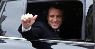 Кандидат в президенты Франции Эммануэль Макрон после голосования во втором туре президентских выборов
