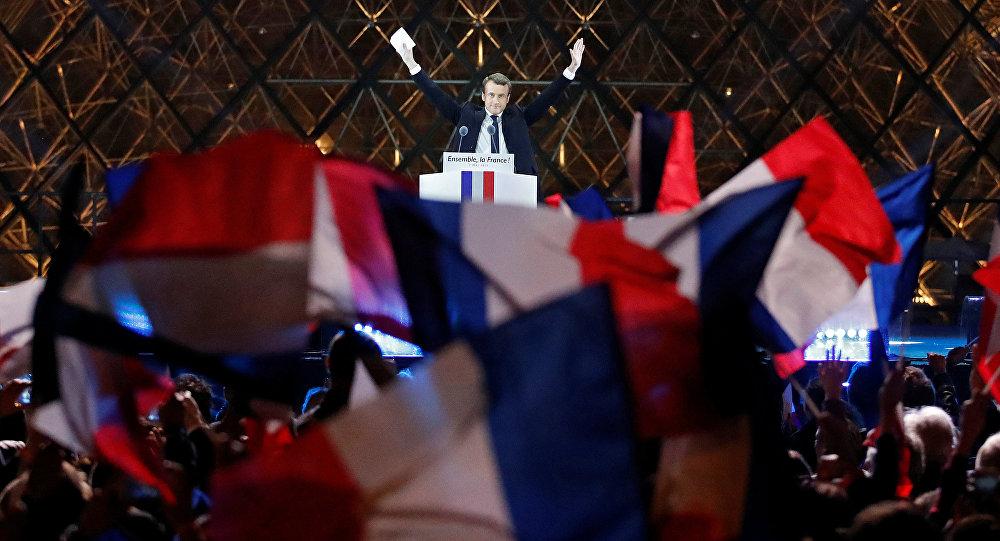 Путин поздравил Макрона спобедой навыборах президента Франции