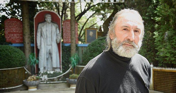 Житель Ахалсопели Темур Кунелаури, который создал в своем доме музей Иосифа Сталина
