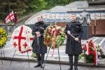 Венки у могилы Неизвестного солдата в Тбилиси от Министерства обороны страны