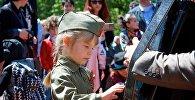 Жители Тбилиси отмечают День Победы 9 мая