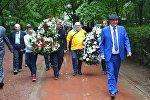 Представители Русского клуба, КСОРСГ, актеры Грибоедовского театра в парке Победы 9 мая