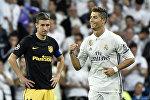 Португальский форвард Реала Криштиану Роналду радуется забитому голу во время полуфинала Лиги чемпионов УЕФА в матче между Real Madrid и Atletico de Madrid на стадионе Сантьяго Бернабеу в Мадриде, 2 мая 2017 года. Реал выиграл со счетом 3:0