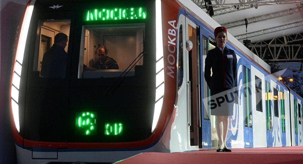 Поезд столичного метро Москва