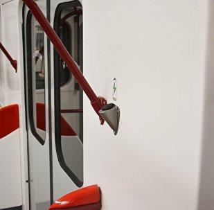 Зарядка для мобильных телефонов в Тбилисском метро