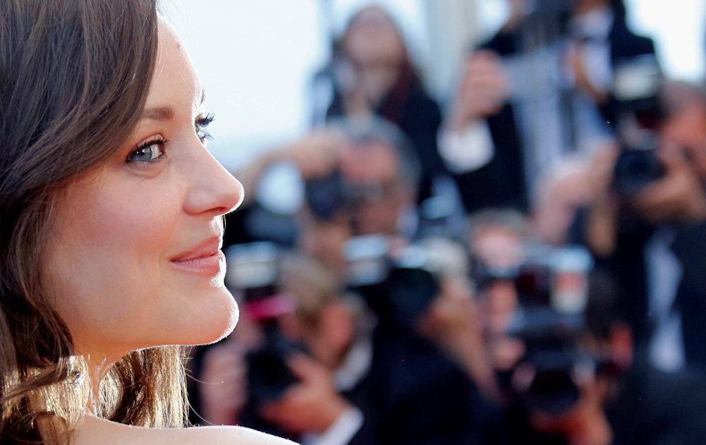 Каннский фестиваль открыл фильм с участием Марион Котийяр Призраки Исмаила. Для французской актрисы это был первый официальный светский выход после рождения второго ребенка