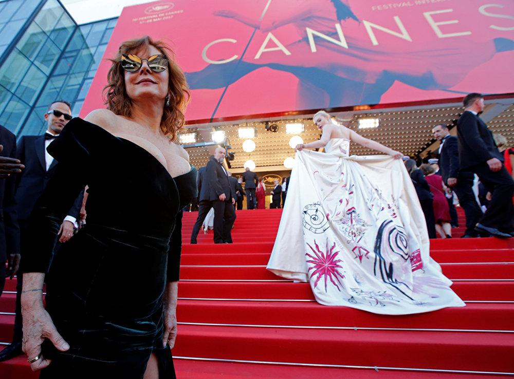 მსახიობები სიუზან სარანდონი და ელ ფანინგი კანის კინოფესტივალის წითელ ხალიჩაზე