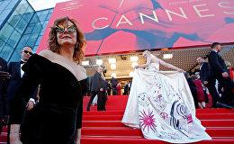 Актрисы Сьюзан Сарандон и Эль Фаннинг на красной дорожке Каннского фестиваля
