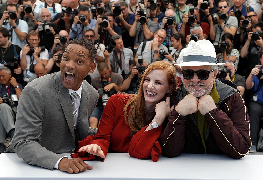 Режиссер Педро Альмодовар, председатель жюри 70-го Каннского кинофестиваля, и члены жюри Джессика Честейн и Уилл Смит