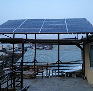 პანელი, რომელიც მზის ენერგიით გამოიმუშავებს ელექტრო ენერგიას