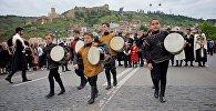 День национального костюма: шествие по улицам Тбилиси