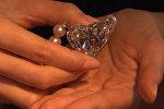 На аукционе Christie's в Женеве продали бриллиант весом 92 карата