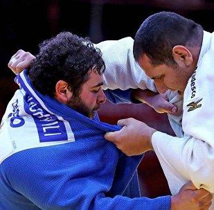 Дзюдо: Леван Матиашвили (слева)