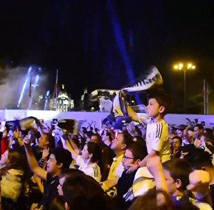 Тысячи фанатов мадридского Реала праздновали победу команды