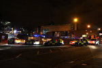 Полиция Манчестера оказывает помощь зрителям концерта на стадионе, где произошел теракт
