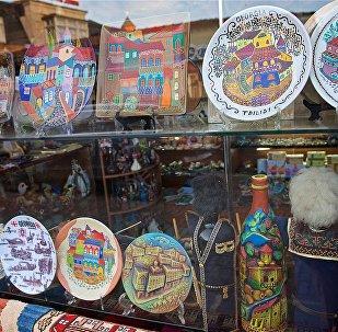 Грузинские сувениры и подарки в туристической лавке