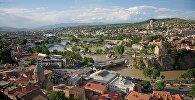 Вид на город Тбилиси с верхней станции канатной дороги