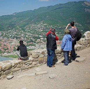 საქართველოში ყოველწლიურად მილიონობით ტურისტი ჩამოდის, რათა დაათვალიერონ ლამაზი ხედები, დაისვენონ კომფორტულად და კარგად გაატარონ დრო. ვიზიტორთა რიცხვი ყოველწლიურად იზრდება