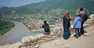 Миллионы туристов ежегодно приезжают в Грузию, чтобы полюбоваться на прекрасные виды, с комфортом отдохнуть и хорошо провести время. И число визитеров каждый год растет