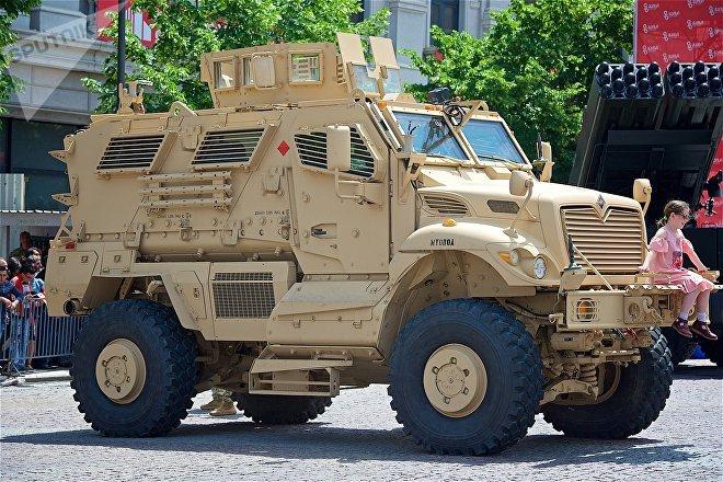 Американская боевая машина для разминирования на выставке военных достижений и техники на площади Свободы в День Независимости