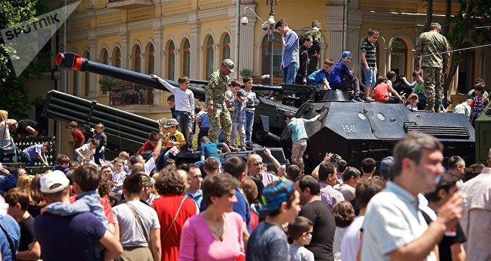 Выставка военных достижений и техники на площади Свободы в День Независимости