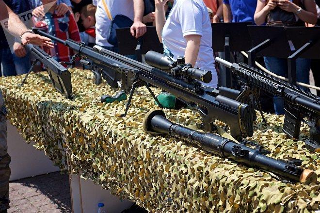 Снайперская винтовка грузинского производства Сатевари и другие образцы стрелкового оружия на выставке вооружений в День Независимости Грузии