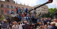 Дети на танках: как прошла выставка вооружений в Тбилиси