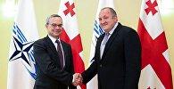 Президент Грузии Георгий Маргвелашвили и президент ПА НАТО Паоло Алли