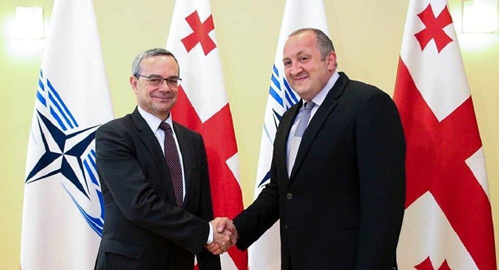 Президент Грузии попросил уНАТО помощи