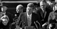 Президент США Джон Ф. Кеннеди выступает 20 января 1961 года с обращением на церемонии своей инаугурации на Капитолийском холме в Вашингтоне после принятия присяги