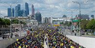 В Москве прошел велопарад, в котором приняли участие около 40 тысяч человек. Эта акция не является спортивной гонкой. Участвовать в мероприятии могут горожане старше 14 лет на разных велосипедах: городских, горных, одноколесных и даже самодельных