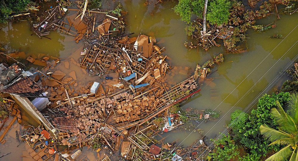წყალდიდობისგან დანგრეული სახლები
