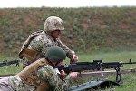 Министр обороны Грузии Леван Изория протестировал американский пулемет M-240