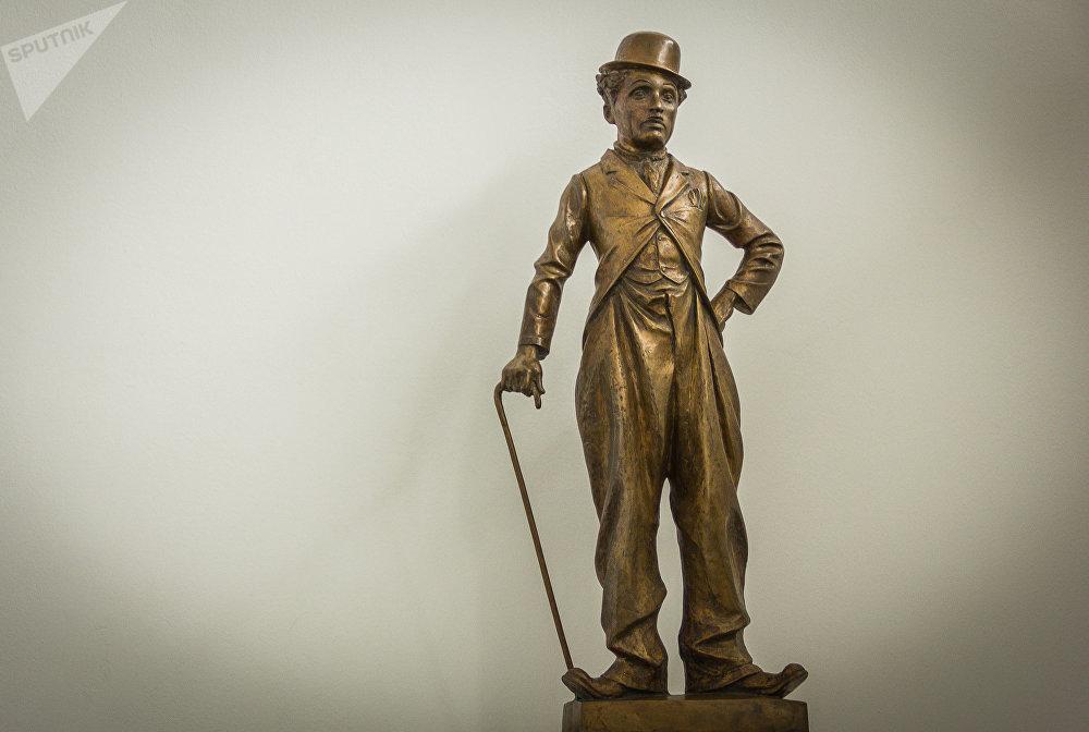 Фигура Чарли Чаплина, бронза, 2004 год